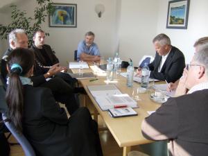 Besprechung von Experten, Konferenztisch